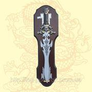 Кинжал декоративный металический на деревянной подставке длина 65см