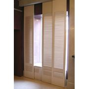 Дверцы жалюзийные деревянные фотография