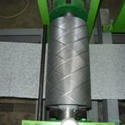 Вал тиснения металлический для оборудования для производства бумажных салфеток с крупным тиснильным рисунком. фото