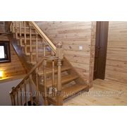 Комплектующие для деревянных лестниц фото