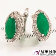 """Серьги родиум """"Зауженный большой зеленый гладкий камень в оправе мелких камней"""" 324940(4)"""
