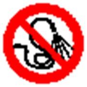Запрещающий знак, код P 17 запрещается разбрызгивать воду фото