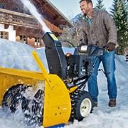 Уборка снега вручную и снегоуборщиками фото