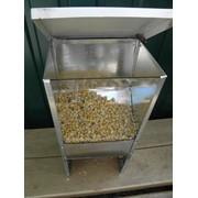 Бункерная кормушка со смотровым окошком и пылеулавлевлевателем для кроликов фото