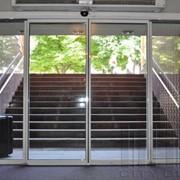 Входные автоматические стеклянные двери фото