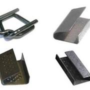 Скоба металлическая для крепления полиэстеровой (ПЭТ) стреп ленты. фото