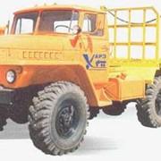 Автопоезд лесовозный в составе тягача и двухосного прицепа-роспуска УРАЛ-4320-8103 фото