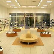 Оборудование торговое для магазинов обуви фото