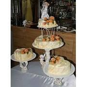 Торты на заказ, (свадебный) бисквитный со сливками и наполнителем (клубника с тропическими фруктами) и украшен марципаном фото