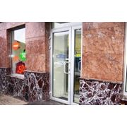 Облицовка мрамором фасада фото