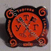 Значки из металла с фирменным логотипом.