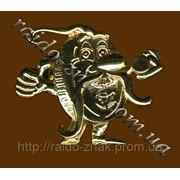 Изготовление фирменных значков из металла. фото