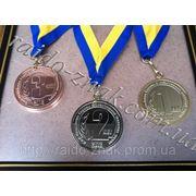 Спортивные медали на ленте. фото