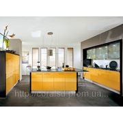 Ярко желтая Кухня с пластиковыми фасадами. фото