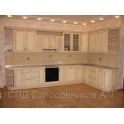 Кухня с натуральными фасадами фото