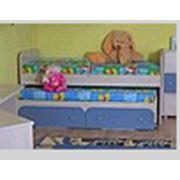Двухярусная кровать в детскую комнату. фото