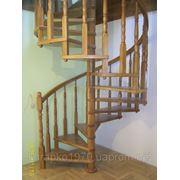 Винтовая деревянная лестница фото