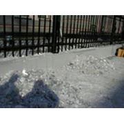 Очистка кровли от снега льда сосулек фото