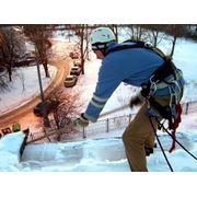 Очистка крыш и домов от снега и льда. фото