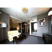 НОМЕРА ЛЮКС Шикарная гостиная уютная спальня с балконом выходящим во двор отеля создают необыкновенное настроение. В стоимость номера включен завтрак. фото