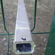 Столб для забора из профильной оцинкованной трубы 40х60х2,0 мм высотой 2,5 м фото