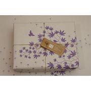 Упаковочная бумага (белый крафт с фиолетовой печатью) фотография