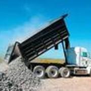 В Крымском филиале предприятия ( в Севастополе ) имеются большегрузные автомобили, с помощью которых осуществляется доставка сыпучих грузов ( щебень, песок, отсевы ), а также камня-ракушечника. Доставка бетона всех марок бетоносмесителями в районе Севасто фото