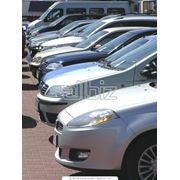 Автомобильная стоянка на территории отеля фото