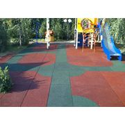 Травмобезопасное покрытие для детских игровых и спортивных площадок фото