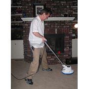 Уборка при помощи пылесоса фото