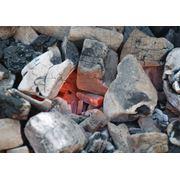 Экспорт древесного угля из Украины. Древесный уголь из твердых сортов древесины бук ясень граб вяз дуб клен. Продукция соответствует европейским стандартам качества Din Din+ показателям украинских стандартов ГОСТ 7657-84. Продажа угля на экспорт фото