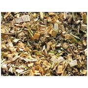 Древесина топливная: бревна поленья сучья вязанки хвороста щепа стружка опилки брикеты гранулы отходы древесные материалы деревообработки. фото