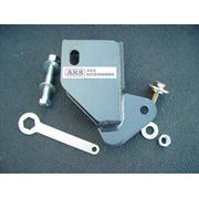ARB Hi-Lift Jack Adapter крепится болтом к буксировочной проушине любого non-airbag ARB бампера и используется для безопасного поднятия автомобиля Hi-Lift Jack`ом. В комплект входят два крепёжных болта и ключ. продажа в Украине фото