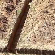 Прокладка труб водопровода от скважины до дома фото