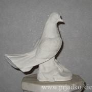 Скульптура голубя фото