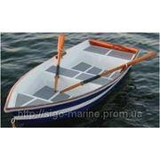 Моторно-гребная лодка из дерева фото