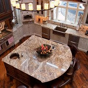 Кухонный остров из натурального камня фото