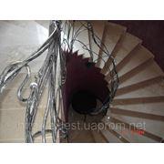 Забежная лестница облицована мрамором