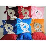 Пошив подушек: Декоративная подушка-кролик. Подушки-сувениры с вышивкой нанесением рисунка (Нового года). Оптовые заказы фото