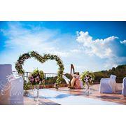 Изысканная свадебная церемония у моря в Крыму. фото