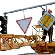Установка дорожных знаков фото
