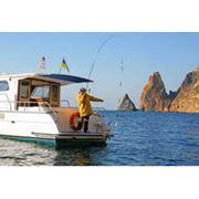 Рыбалка в открытом море. Рыболовная экипировка на 6 человек эхололт наживка завтрак из пойманной Вами рыбы. Маршрут зависит от местонахождения косяков рыбы. Снасти предоставляются на 6 человек. Выход в море в 6-00 продолжительность 4-5 часов. фото