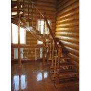 Секционная, косоурно - тетивная деревянная лестница фото
