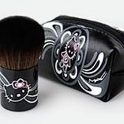 Кисть кабуки Hello Kitty Кабуки из высококачественного очень мягкого и деликатного ворса. Гибкая и упругая. Идет с чехольчиком. фотография
