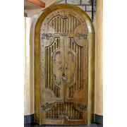 Изготовление двери входной деревянной под старину фото