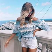 Женская летняя блуза из штапеля с открытыми плечами фото
