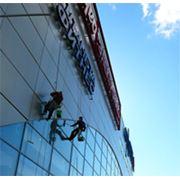 Мойка стекол и фасада зданий фото