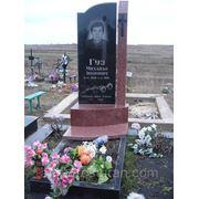 Комплекс на кладбище, могильный комплекс, памятник из гранита