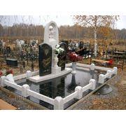 Памятники сочетание белого мрамора и черного гранита фото