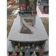 Гранитные надгробия (Образец 556) фото